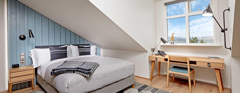 Canopy by Hilton Reykjavik City Centre, Island– Premium Zimmer mit Queen-Size-Bett und Meerblick