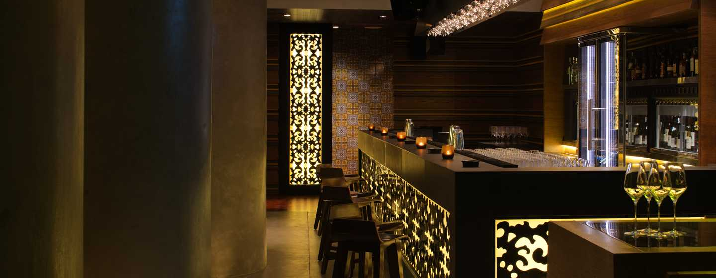 "Conrad Dubai Hotel, VAE– Weinbar ""Cave Cozzy"""