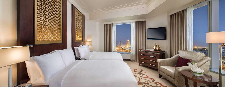 Conrad Dubai Hotel, VAE– Deluxe Suite mit zwei Doppelbetten