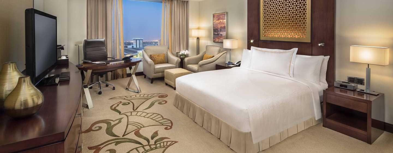Conrad Dubai Hotel, VAE– Deluxe Zimmer mit einem King-Size-Bett