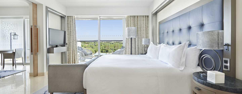 Conrad Algarve Hotel, Portugal– Deluxe Suite mit King-Size-Bett