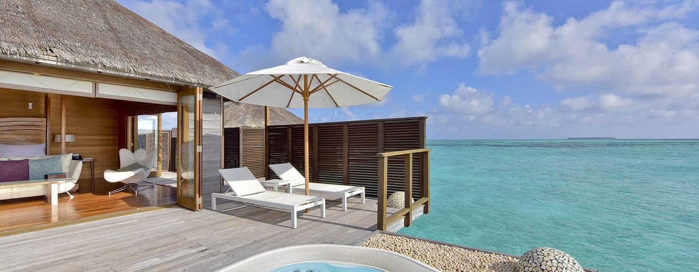 Conrad Maldives Rangali Island Hotel, Malediven– Terrasse und Ausblick aus der Superior Wasservilla