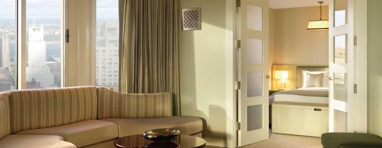 The London NYC, New York, USA– Wohnbereich der London Atrium Suite