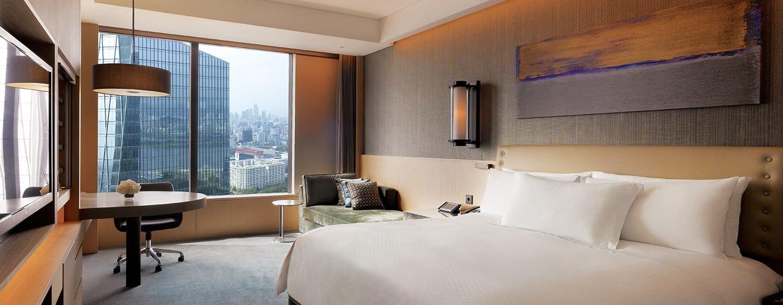 Conrad Seoul Hotel, Südkorea– Deluxe Zimmer mit Kingsize-Bett und Stadt-/Flussblick