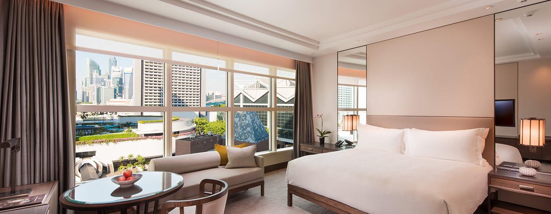 Conrad Centennial Singapore Hotel, Singapur – Deluxe Zimmer mit Kingsize-Bett