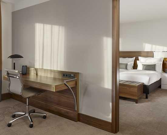 Mini Kühlschrank Im Schlafzimmer : Zimmer suiten
