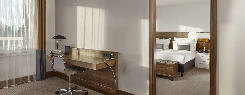 Reichshof Hamburg, Curio Collection by Hilton – One Bedroom Suiten