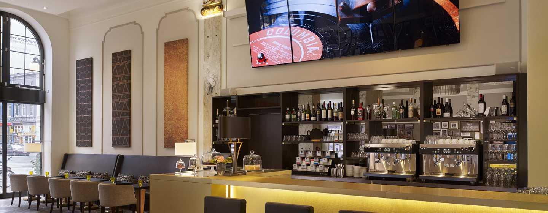 Reichshof Hamburg, Curio Collection by Hilton, Deutschland – EMIL'S Cafe Bistro & Bar
