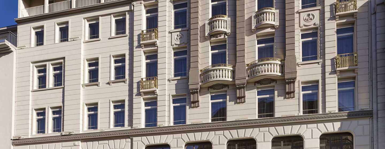 Reichshof Hamburg, Curio Collection by Hilton – Hoteleingang