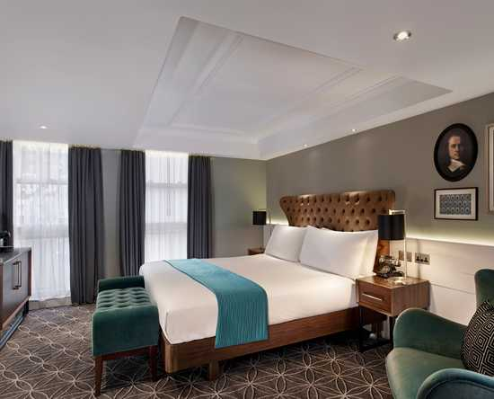 100 Queen's Gate Hotel London, Curio Collection by Hilton – Mews Luxus Zimmer mit Kingsize-Bett