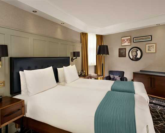 100 Queen's Gate Hotel London, Curio Collection by Hilton – Mews Superior Zweibettzimmer