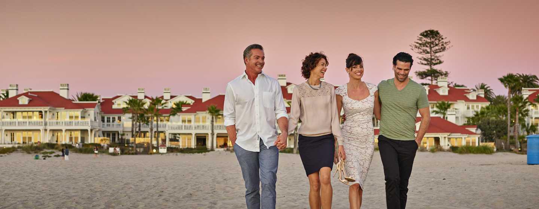 Beach Village at The Del, Curio Collection by Hilton Hotel, Kalifornien, USA– Paare am Coronado Beach