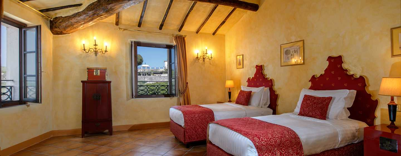 La Bagnaia Golf & Spa Resort Siena, Curio Collection by Hilton, Italien– Deluxe Zweibettzimmer Borgo Bagnaia auf der ersten Etage