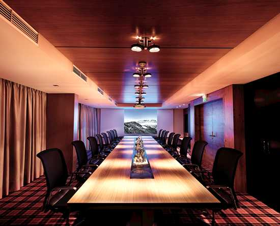 Grand Tirolia Hotel Kitzbühel, Curio Collection by Hilton, Österreich – Boardroom Eichenheim
