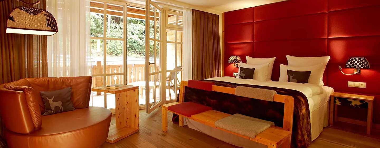 Grand Tirolia Hotel Kitzbühel, Curio Collection by Hilton, Österreich– Superior Zimmer mit Kingsize-Bett
