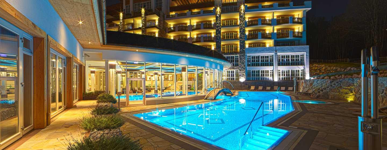 Grand Tirolia Hotel Kitzbühel, Curio Collection by Hilton, Österreich– Poolblick