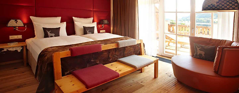 Grand Tirolia Hotel Kitzbühel, Curio Collection by Hilton, Österreich– Suite mit zwei Schlafzimmern und Kingsize-Bett