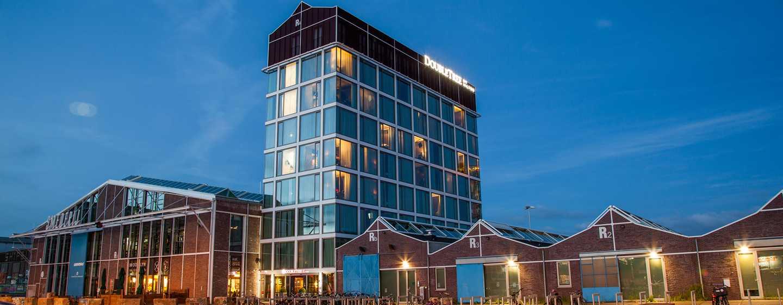 DoubleTree by Hilton Hotel Amsterdam– NDSM Wharf, Niederlande – Hotel bei Nacht