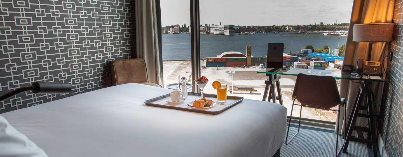 DoubleTree by Hilton Hotel Amsterdam– NDSM Wharf, Niederlande– Zimmerservice auf dem Zimmer
