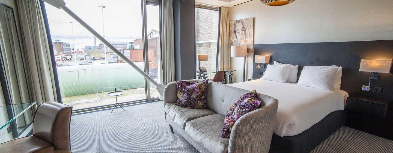 DoubleTree by Hilton Hotel Amsterdam– NDSM Wharf, Niederlande– Deluxe Zimmer mit Queen-Size-Bett
