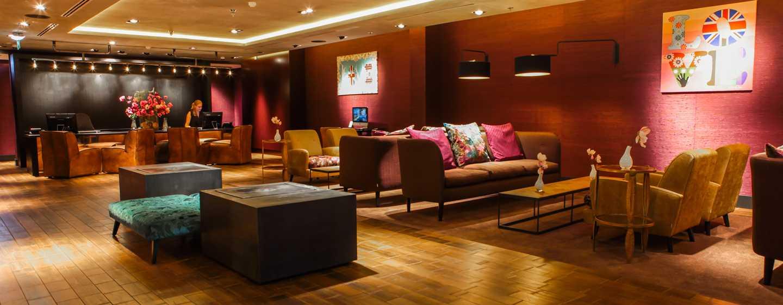DoubleTree by Hilton Hotel Amsterdam– NDSM Wharf, Niederlande – Lobby und Empfangsbereich