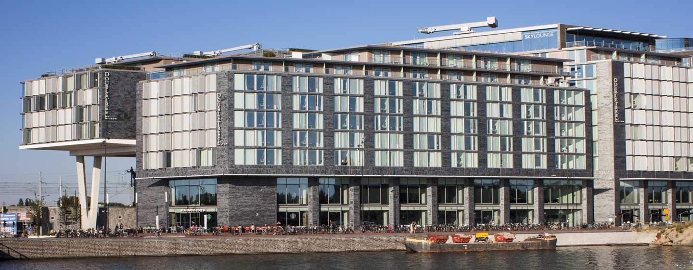 Das Hotel direkt am Wasser, begeistert mit sehr guter Lage im Zentrum Amsterdams