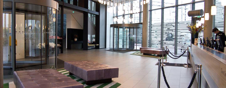 Im modernen Eingangsbereich werden Sie von den Mitarbeitern herzlich begrüßt