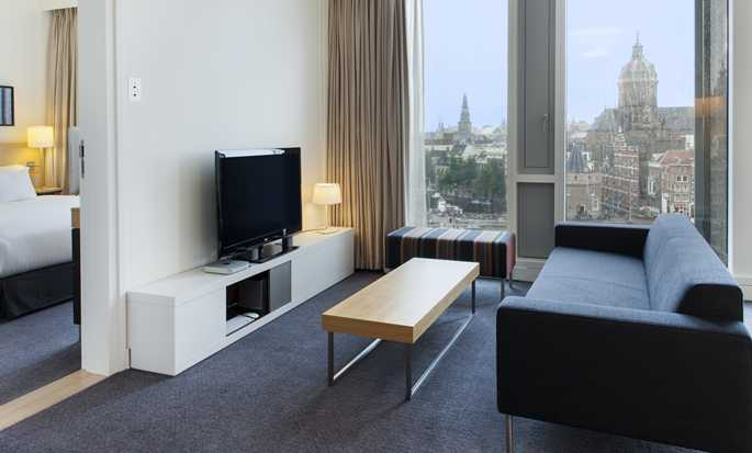 DoubleTree by Hilton Hotel Amsterdam Centraal Station, Niederlande – City Suite mit King-Size-Bett
