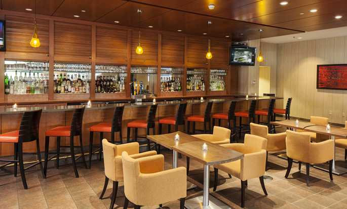DoubleTree by Hilton Hotel Boston – Downtown, USA – Bar and Lounge