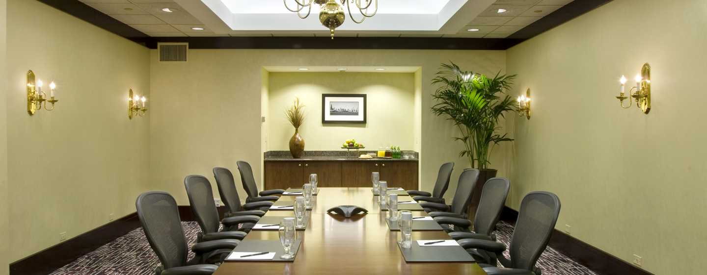 Doubletree Hotel Chicago Magnificent Mile, USA – St. Clair Boardroom