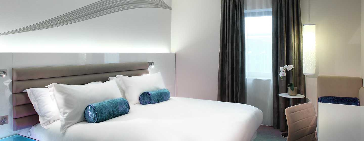The Morrison, a DoubleTree by Hilton Hotel, Irland - Zimmer mit King-Size-Bett