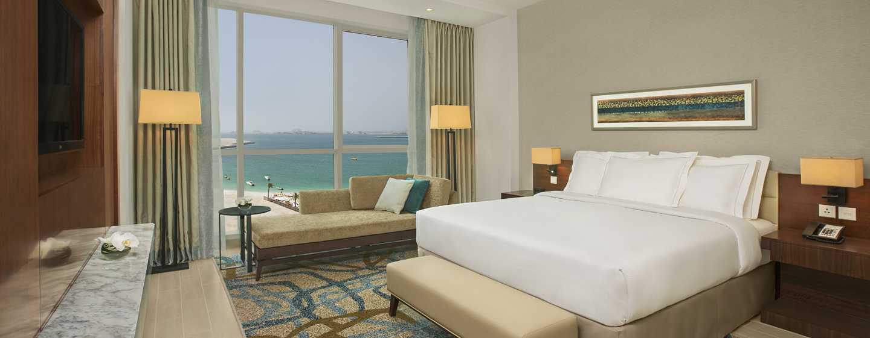 DoubleTree by Hilton Hotel Dubai Jumeirah Beach, Dubai, VAE– Zimmer mit King-Size-Bett