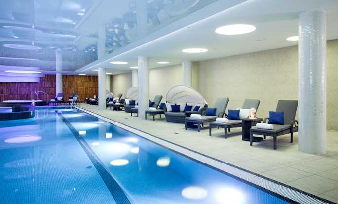 DoubleTree by Hilton Krakow Hotel & Convention Center, Polen – Swimmingpool