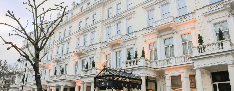 DoubleTree by Hilton London – Kensington Hotel, Großbritannien – Eingang am Tag