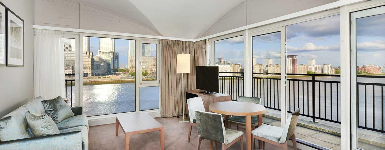 DoubleTree by Hilton Hotel London - Docklands Riverside, Großbritannien -Suite mit einem Schlafzimmer und King-Size-Bett