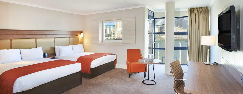 DoubleTree by Hilton Hotel London - Docklands Riverside, Großbritannien -Deluxe Familienzimmer mit zwei Doppelbetten