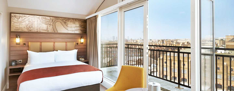 DoubleTree by Hilton Hotel London - Docklands Riverside, Großbritannien -Deluxe Zimmer mit Queen-Size-Bett und Balkon