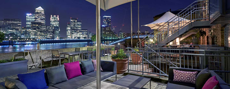 DoubleTree by Hilton Hotel London - Docklands Riverside, Großbritannien -Lounge der Außenterrasse