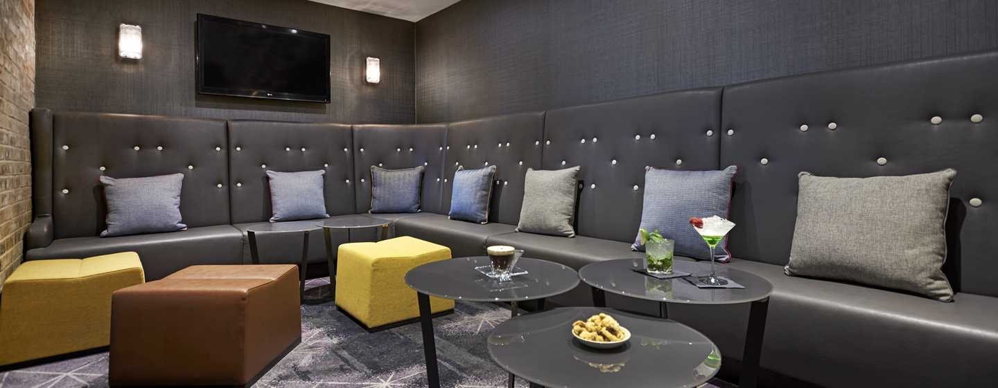 DoubleTree by Hilton Hotel London - Docklands Riverside, Großbritannien -The Snug