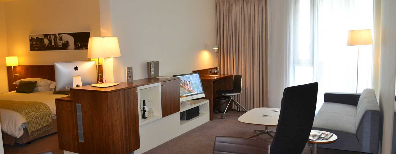 DoubleTree by Hilton Hotel London – Tower of London, Großbritannien – Atrium Suite mit King-Size-Bett