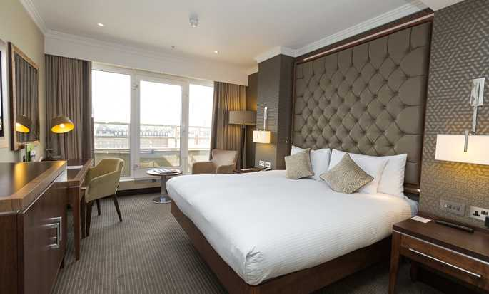 DoubleTree by Hilton Hotel London - Victoria, UK - Executive Bedroom