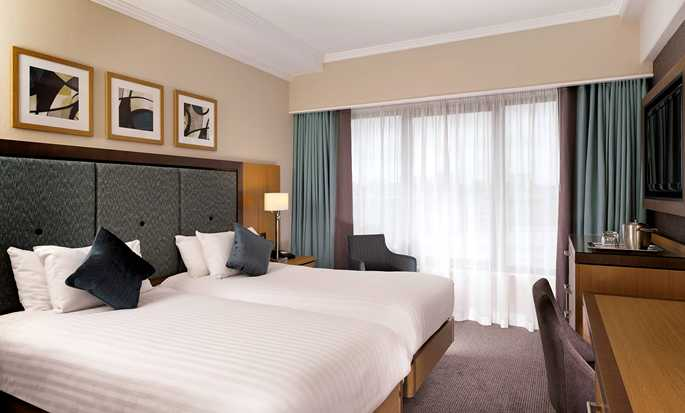DoubleTree by Hilton Hotel London - Victoria, UK - Twin Guestroom