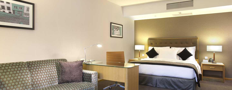DoubleTree by Hilton Luxembourg, Luxemburg– Deluxe Zimmer mit Kingsize-Bett