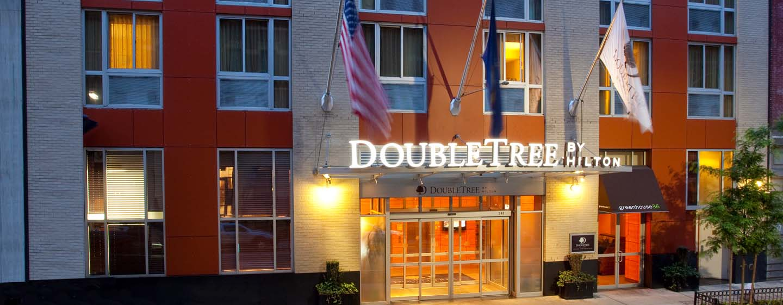 DoubleTree by Hilton Hotel New York – Außenbereich des Hotels