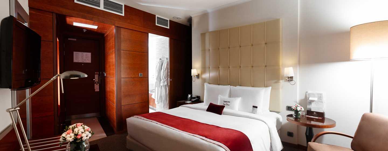 Doubletree By Hilton Novosibirsk Hotel, Russland– Bett eines Standard Zimmers