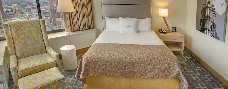 DoubleTree By Hilton Hotel Philadelphia Center City, Pennsylvania, USA– Zimmer mit Queen-Size-Bett