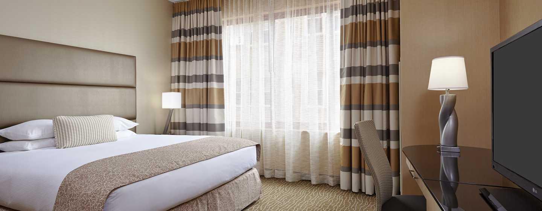 DoubleTree by Hilton Hotel Philadelphia Center City, Pennsylvania, USA– Suite mit Schlafzimmer und King-Size-Bett