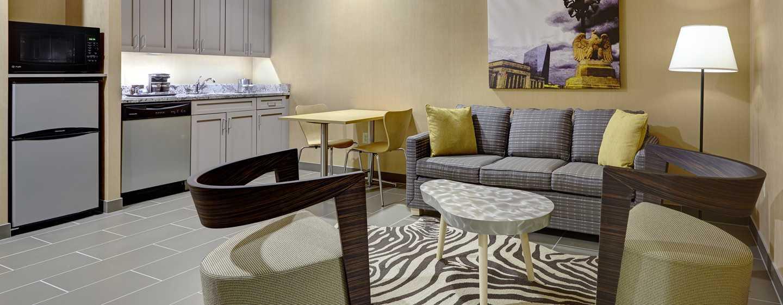 DoubleTree by Hilton Hotel Philadelphia Center City, Pennsylvania, USA– Suite mit King-Size-Bett und Küche