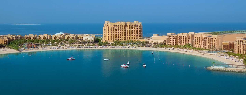 DoubleTree by Hilton Resort & Spa Marjan Island, Ras Al Khaimah, VAE– Luftansicht des Resorts