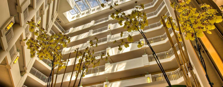 DoubleTree Suites by Hilton Hotel Santa Monica, Kalifornien, USA– Atrium des Hotels